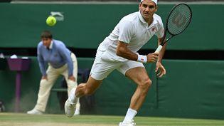 Roger Federer n'a rien pu faire contre Hubert Hurkacz, mercredi 7 juillet 2021 à Wimbledon. (GLYN KIRK / AFP)