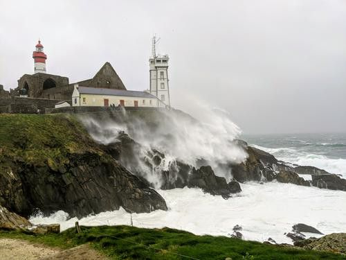 La mer agitée à la pointe Saint-Mathieu dans le Finistère, en raison de la tempête Ciara, le 9 février 2020. (DR)