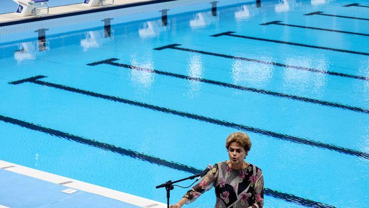 La présidente du Brésil, Dilma Roussef, inaugure la piscine olympique à Rio (YASUYOSHI CHIBA / AFP)