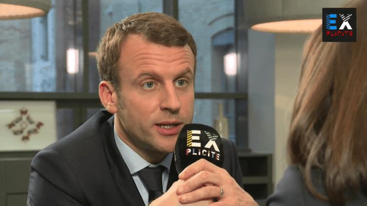 Emmanuel Macron répond à la question d'un internaute lors d'une interview par le média Explicite, mardi 21 mars 2017. (EXPLICITE / TWITTER)