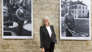 """Francine Deroudille, fille de Robert Doisneau, présente un livre et une exposition """"Allons voir la mer avec Doisneau"""". (© MAXPPP / ANNIE VIANNET / MAXPPP)"""