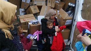Des migrants à Roszke en Hongrie le 11 septembre 2015. (LASZLO BALOGH / REUTERS)