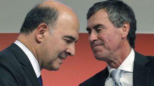Les ministres Pierre Moscovici (G) et Jérôme Cahuzac, le 28 septembre 2012 à Paris. (CHRISTOPHE ENA / SIPA)