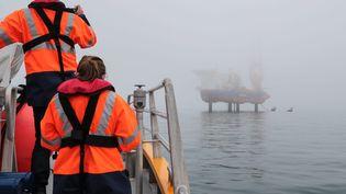 Le bateau chantier Aeolus commence les travaux de forage pour l'implantation des éoliennes offshore en baie de Saint-Brieuc (Finistère), en juin 2021. (MAXPPP)