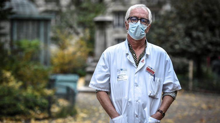 Le professeur Gilles Pialoux, chef du service maladies infectieuses à l'hôpital Tenon à Paris, le 28 octobre 2020. (STEPHANE DE SAKUTIN / AFP)
