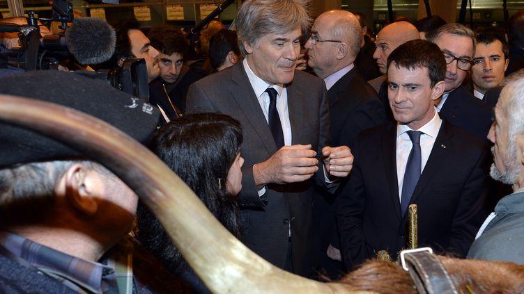 Le Premier ministre, Manuel Valls, et le ministre de l'Agriculture, Stéphane Le Foll, au Salon de l'agriculture, le 29 février 2016. (MIGUEL MEDINA / AFP)