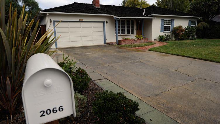 La maison d'enfance de Steve Jobs, le cofondateur d'Apple, à Los Altos (Californie, Etats-Unis). (KEVORK DJANSEZIAN / GETTY IMAGES NORTH AMERICA / AFP)
