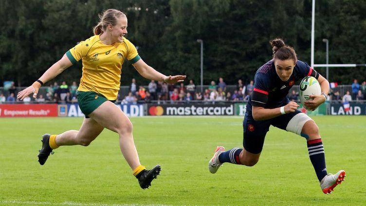 L'ailière française Shannon Izar a inscrit un triplé face à l'Australie (48-0). (PAUL FAITH / AFP)