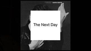 """Pochette de """"The Next Day"""", par Jonathan Barnbrook, d'après """"Heroes"""", 1977"""