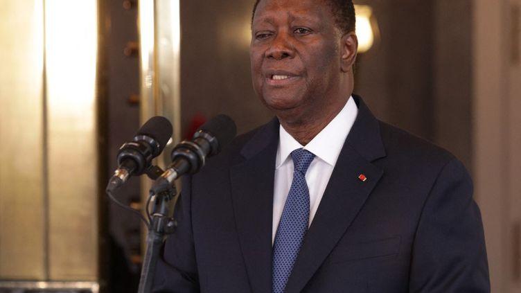 Le président ivoirien,Alassane Ouattara, donne une conférence de presse àAbidjan (Côte d'Ivoire), le 27 juillet 2021. (CYRILLE BAH / ANADOLU AGENCY / AFP)