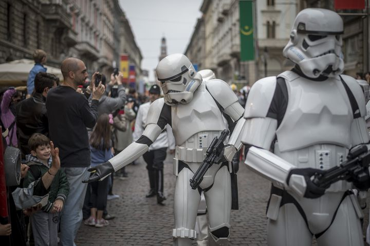 Des participants au Star Wars Day de Milan (Italie), le 3 mai 2015. (ANTONIO MASIELLO / NURPHOTO / AFP)