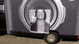Le photocamion de JR fait son petit tour de France pour capturer des sourires qui vont orner le mur du Panthéon  (France 3 / Culturebox)