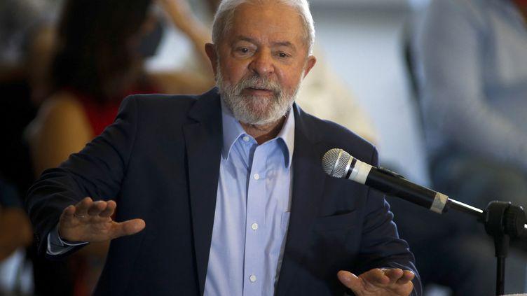 Lula lors d'une conference de presse à Sao Bernardo du Compo (Bresil), le 10 mars 2021. (MIGUEL SCHINCARIOL / AFP)