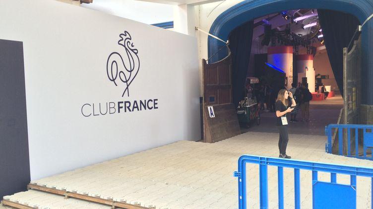 L'entrée dans la salle de réception du Club France, à Rio de Janeiro
