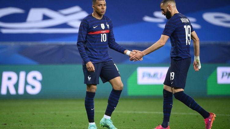 Kylian Mbappé et Karim Benzema à l'Allianz Riviera, le 2 juin 2021 (FRANCK FIFE / AFP)