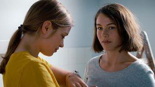 """Henriette Confurius et Liliane Amuat dans """"La Jeune fille et l'araignée"""" deRamon et Silvan Zürcher (2021). (BEAUVOIR FILMS)"""