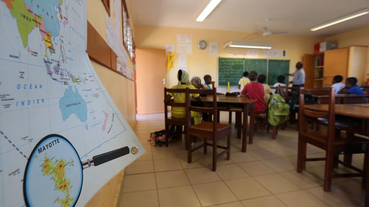 L'école élémentaire de Sada à Mayotte, le 26 mars 2013. (RICHARD BOUHET / AFP)