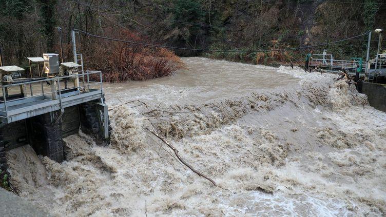 Un pompier volontaire a disparu dans le Breda près de la Rochette entre Isère et Savoie, le 4 janvier 2018. (MAXPPP)