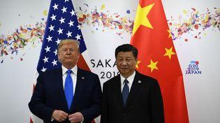 Donald Trump et Xi Jinping lors de leur sommet bilatéral en marge du G20, à Osaka, le 29 juin 2019 (BRENDAN SMIALOWSKI / AFP)