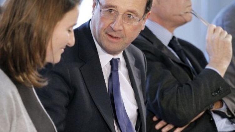 François Hollande lors de son déplacement à Bondy (15/12/2011) (PATRICK KOVARIK / AFP)