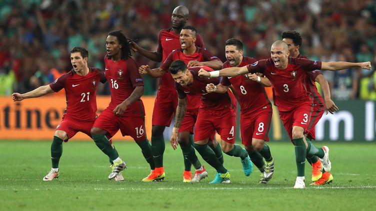 Renato Sanches, Cristiano Ronaldo, Pepe et les Portugais heureux (VALERY HACHE / AFP)