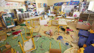 Une salle de classe vandalisée à l'école Ray-Gorbella de Nice (Alpes-Maritimes), le 18 août 2015. (  MAXPPP)