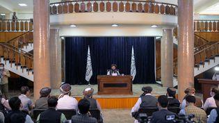 Zabihullah Mujahid, le porte-parole du gouvernement taliban, à Kaboul (Afghanistan), le 21 septembre 2021. (BULENT KILIC / AFP)