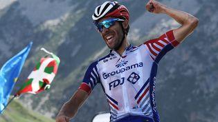 Thibaut Pinot célèbre sa victoire sur la 14e étape du Tour de France, le 20 juillet 2019 au sommet du Tourmalet. (ANNE-CHRISTINE POUJOULAT / AFP)