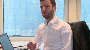 France 3 a rencontré Olivier Korber, économiste auprès d'une banque à la Défense et pianiste classique de talent. (France 3)