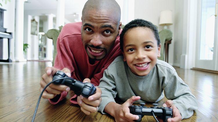 Les jeux vidéo développent des compétences comme la perception de l'espace ou la prise de décision rapide. (ANDERSEN ROSS / DIGITAL VISION / GETTY IMAGES)