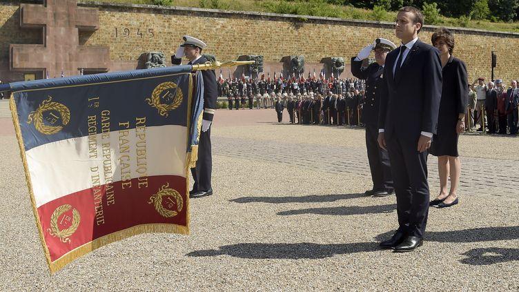 Le président de la RépubliqueEmmanuel Macron préside le77e anniversaire de l'appel du 18 juin 1940, au mont Valérien,à Suresnes (Hauts-de-Seine), le 18 juin 2017.  (BERTRAND GUAY/AFP)