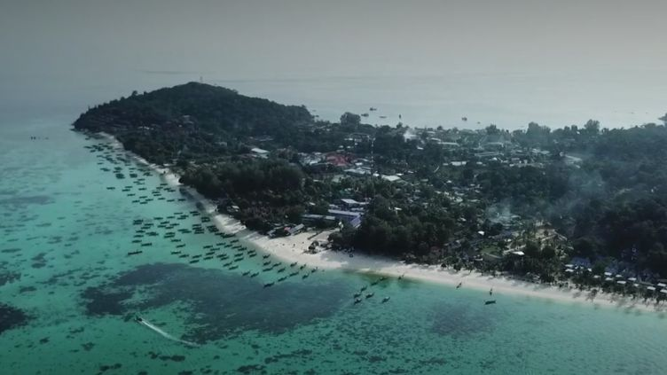 Le feuilleton du 13 Heures du lundi 28 décembre nous emmène à Koh Lipe, petite île thaïlandaise aux allures de Maldives. (FRANCE 2)