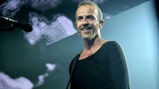 Le chanteur Calogero se produit sur la scène du Zénith, le 4 mai 2015 à Paris. (SADAKA EDMOND / SIPA)