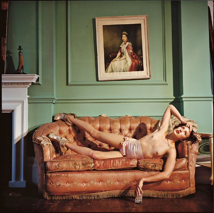 "Bettina Rheims, ""Georgie Bee wearing her own amazing shoes"", juin 2013, Londres  (Bettina Rheims)"