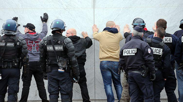 (Au cours de cette manifestation, interdite par la préfecture, cinq autres individus ont été interpellés mais sont ressortis libres de leur garde à vue © MaxPPP)