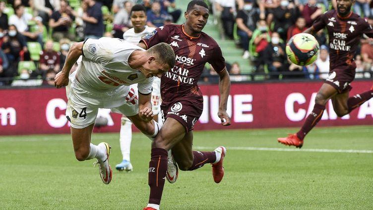 Sven Botman a inscrit un but mais les Lillois ont souffert face à Metz. (JEAN-CHRISTOPHE VERHAEGEN / AFP)