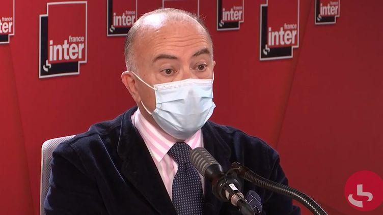 L'ancien Premier ministre Bernard Cazeneuve, le 19 octobre 2020 sur France Inter. (FRANCEINTER / RADIOFRANCE)