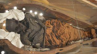 Une momie égyptienne présentée au muséePecherskaya Lavra de Jiev (Ukraine), le 18 mai 2017. (HAKAN CALISKAN / AFP)