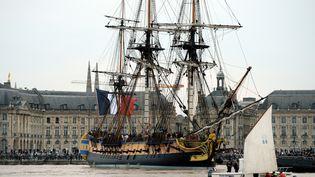 L'Hermione arrive à Bordeaux (Gironde), le 7 octobre 2014. (JEAN-PIERRE MULLER / AFP)