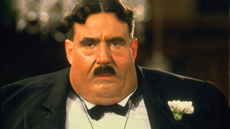"""Dans Le sens de la vie, ledernier film des Monty Python, il incarne un patron obèse de restaurant, célèbre pour son """"Il me faut un seau, je vais vomir"""". (CELANDINE FILMS/UNIVERSAL PICTUR / ARCHIVES DU 7EME ART)"""