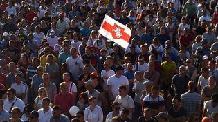 Des mineurs manifestent à Soligorsk dans le sud de la Biélorussie, le 17 août 2020. (SERGEI GAPON / AFP)