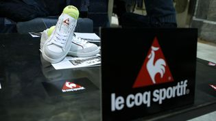 Des produits Le Coq Sportif lors d'une présentation à New York (Etats-Unis). (PETER KRAMER / GETTY IMAGES NORTH AMERICA / AFP)