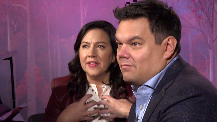 Kristen Anderson Lopez etRobert Lopez, auteurs-compositeurs du morceau Délivrée, libérée. (FRANCEINFO / RADIOFRANCE)