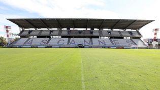 Le stade de football Pierre-de-Coubertin à Cannes (Alpes-Maritimes), le 19 septembre 2017. (VALERY HACHE / AFP)