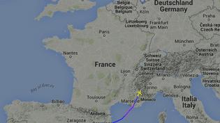 Cette capture d'écran montre la trajectoire de l'Airbus A320 qui reliait Barcelone à Dusseldorf, s'est écrasé dans la région de Digne-les-Bains (Alpes-de-Haute-Provence), près de Barcelonnette. (FLIGHTRADAR24.COM)
