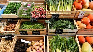Des légumes dans un supermarché de Saintes (Charente-Maritime), le 23 octobre 2018. (GEORGES GOBET / AFP)