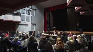Un débat citoyen organisé dans le village de Douzens (Aude), le 29 janvier 2019. (IDRISS BIGOU-GILLES / HANS LUCAS / AFP)