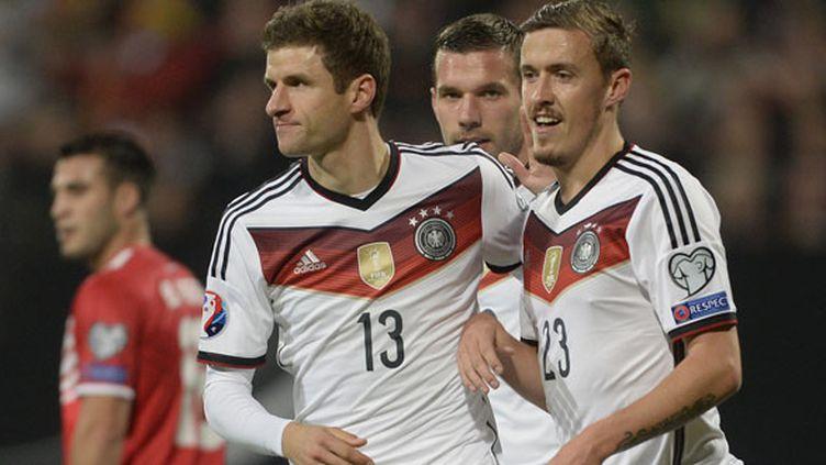 Les joueurs allemands Thomas Muller, Max Kruse et Lukas Podolski