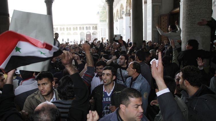 Des centaines de personnes manifestent à la mosquée des Ommeyyades, à Damas, le 25 mars 2011. (ON)