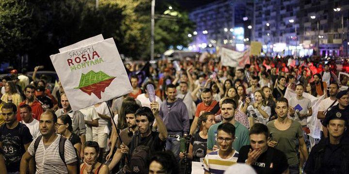 Manifestation dans les rues de Bucarest contre le projet de mine d'or (HotNews / Dan Popescu)
